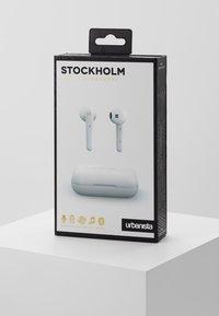 Urbanista - STOCKHOLM TRUE WIRELESS EARPHONES - Sluchátka - fluffy cloud - 3