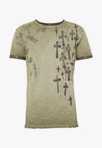 Key Largo - PRAYER ROUND - Print T-shirt - mil green - 0