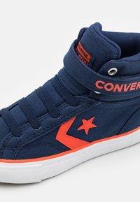 Converse - PRO BLAZE STRAP SUMMER COLOR UNISEX - Sneakers high - midnight navy/bright poppy/white - 5