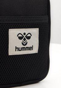 Hummel - HMLELECTRO SHOULDER BAG UNISEX - Torba na ramię - black - 3