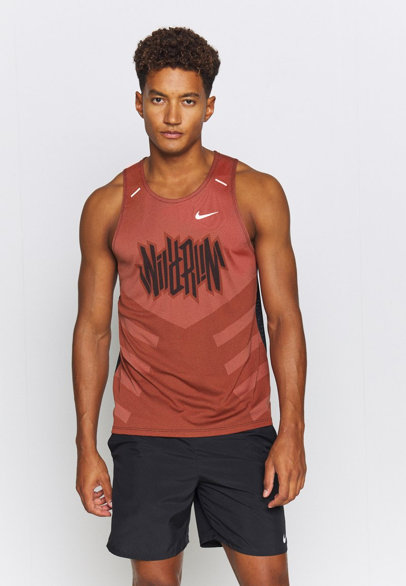 Nike Performance - RISE TANK - Sports shirt - claystone red/black