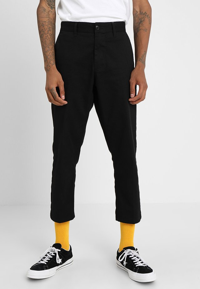 STRAGGLER FLOODED PANTS - Trousers - black