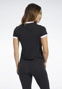 Reebok - TRAINING ESSENTIALS LINEAR LOGO TEE - Print T-shirt - black - 2