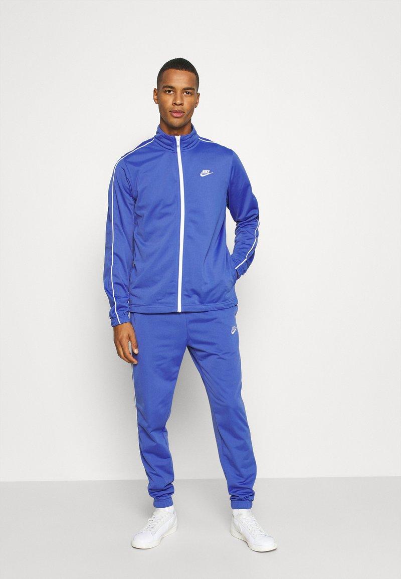 Nike Sportswear - SUIT BASIC - Chándal - astronomy blue/white