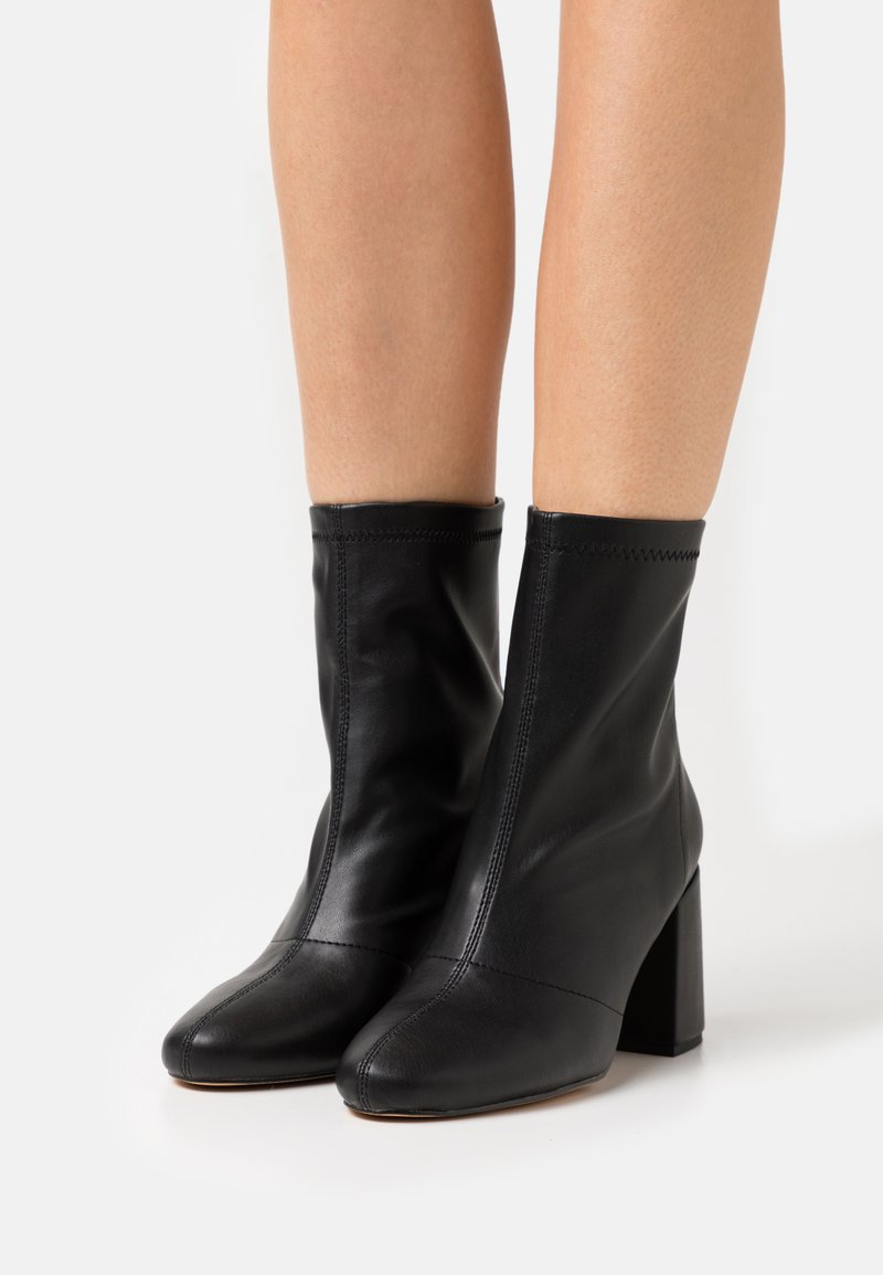 Missguided - BLOCK HEEL SOCK BOOTS - Classic ankle boots - black