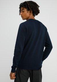 Jack & Jones - JJEBASIC - Stickad tröja - navy blazer - 2
