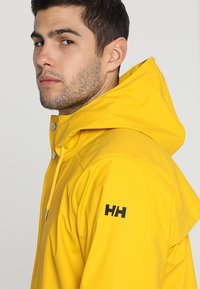 Helly Hansen - MOSS RAIN COAT - Waterproof jacket - essential yellow - 4