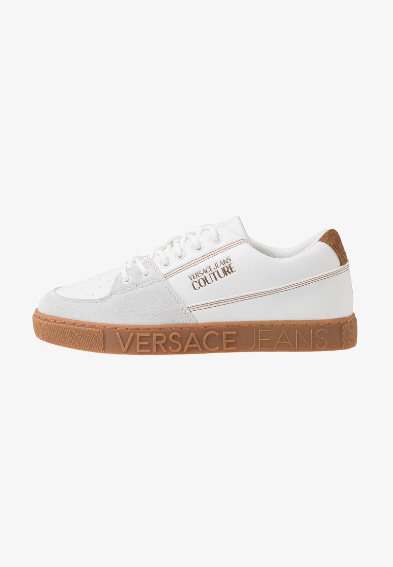 Versace Jeans Couture - FONDO CASSETTA - Zapatillas - bianco ottico