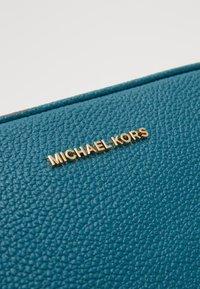 MICHAEL Michael Kors - JET CAMERA BAG - Torba na ramię - dark cyan - 3
