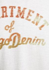Jack & Jones PREMIUM - T-shirt med print - cloud dancer - 6