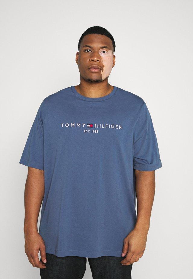 TOMMY LOGO TEE - T-shirt imprimé - blue