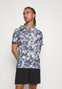 The North Face - PRINTED WANDER - Print T-shirt - vanadis grey - 0