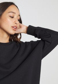 Even&Odd - OVERSIZED CREW NECK SWEATSHIRT - Collegepaita - black - 7