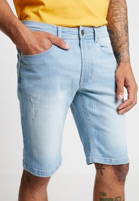 Redefined Rebel - COPENHAGEN - Denim shorts - bleach - 5