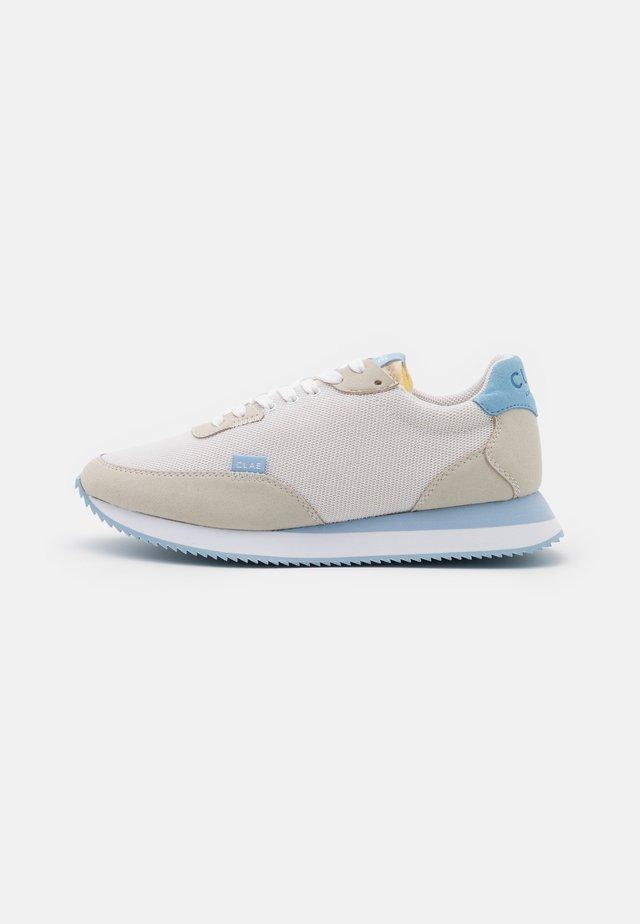 VEGAN SIERRA - Sneakersy niskie - white/blue fog