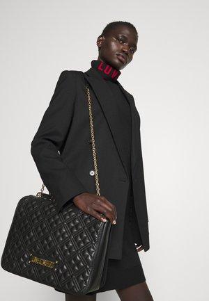 LARGE QUILTED SHOULDER FLAP BAG - Handbag - nero