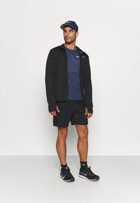 Nike Performance - RUN MILER  - T-shirt med print - thunder blue - 1