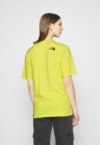 The North Face - SIMPLE DOME - T-shirts - sulphur spring green - 2