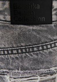 Bershka - MIT RISSEN - Denim shorts - grey - 6