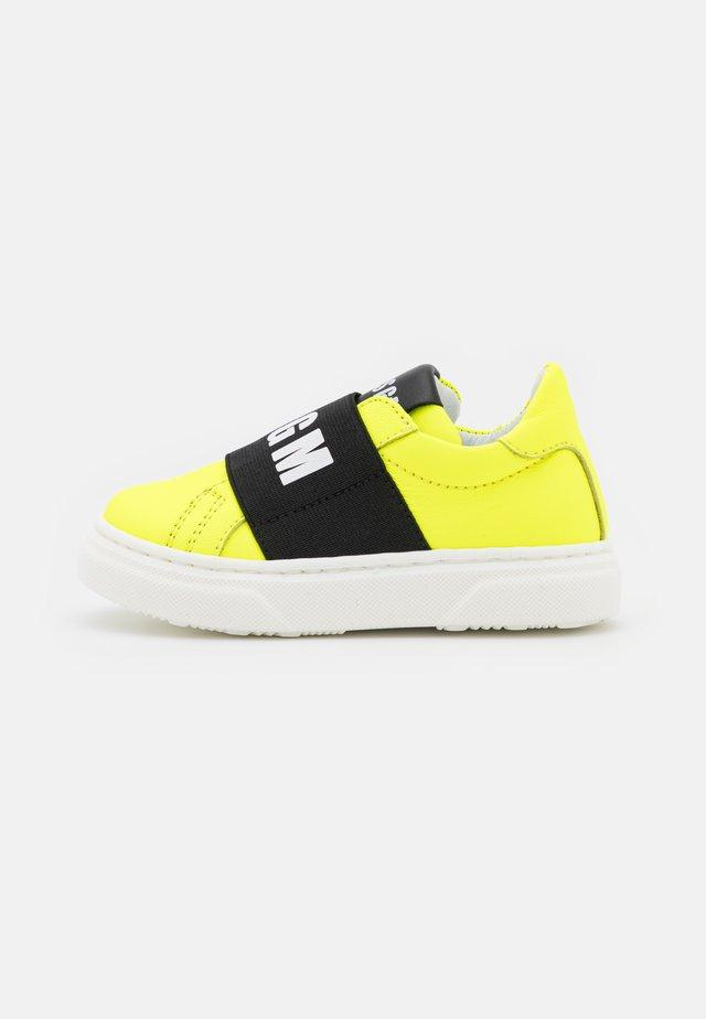 Półbuty wsuwane - neon yellow