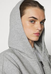 Nike Sportswear - TREND - Zip-up hoodie - dark grey heather/white - 3