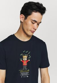 Jack & Jones - JORDENIMDOG TEE CREW NECK - Print T-shirt - navy blazer - 3