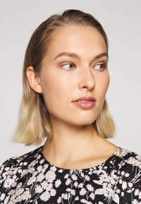 Rebecca Minkoff - FEDERICA DRESS - Denní šaty - black/cream - 5