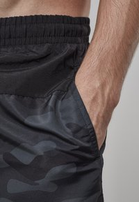 Urban Classics - BLOCK - Swimming shorts - blk/darkcamo - 3