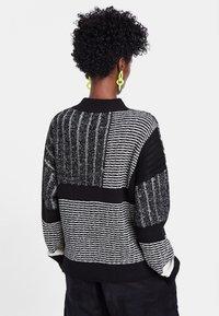 Desigual - JERS_SAVONA - Sweatshirt - black - 2