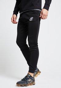 SIKSILK - ILLUSIVE LONDON  - Pantalones deportivos - black - 3