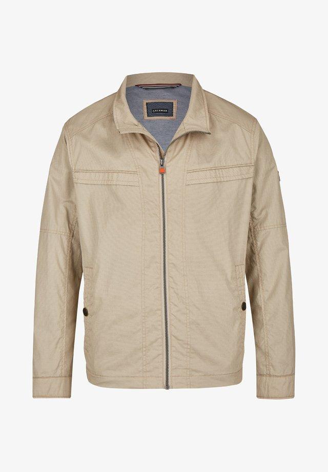 MIT SCHUBTASCHEN - Summer jacket - beige