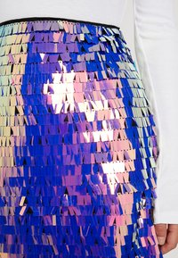 Missguided Petite - SEQUIN SKIRT - Minijupe - purple - 4
