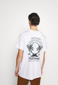 Night Addict - NAMIDNIGHT - T-shirt med print - white - 0