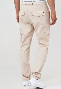 INDICODE JEANS - BROADWICK - Cargo trousers - fog - 2