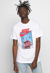 Nike Sportswear - AIR PHOTO TEE - Print T-shirt - white - 0