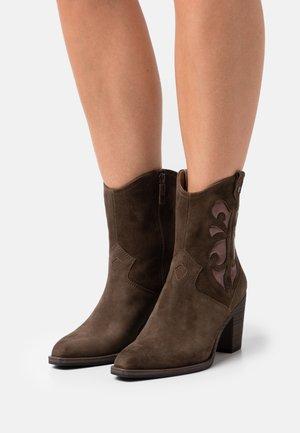 Cowboy/biker ankle boot - olive/bronce
