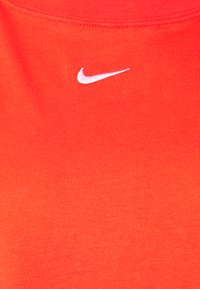 Nike Sportswear - T-shirt basique - chile red/white - 2