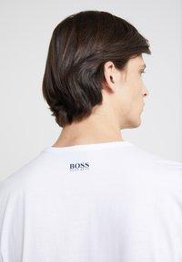 BOSS - TEE - Print T-shirt - white - 4