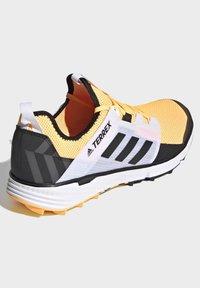 adidas Performance - TERREX SPEED LD TRAIL RUNNING SHOES - Obuwie do biegania Szlak - gold - 4
