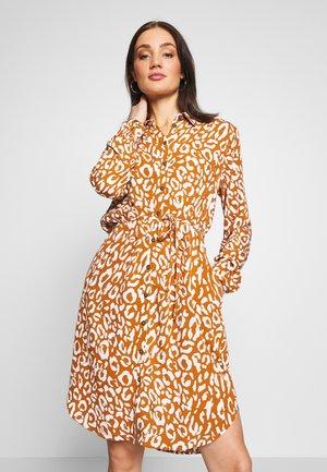 OBJBAY DRESS REPEAT - Skjortklänning - sugar almond/white
