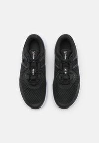 Nike Performance - MC TRAINER - Zapatillas de entrenamiento - black/white/dark smoke grey - 3