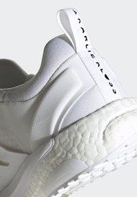 adidas Performance - SOLARGLIDE KK KARLIE KLOSS BOOST RUNNING SHOES - Stabilty running shoes - white - 7