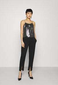 Calvin Klein Jeans - SEQUIN LOGO STRAP  - Linne - black - 1