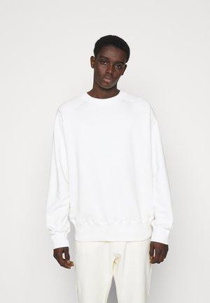 HEAVYWEIGHT RAGLAN - Collegepaita - off-white