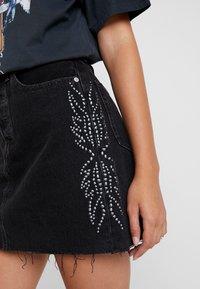 Levi's® - DECON ICONIC SKIRT - A-snit nederdel/ A-formede nederdele - black denim - 5