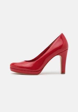 Zapatos altos - chili