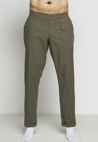 Jack & Jones - JJIMARCO JJLINEN AKM - Broek - olive night - 11