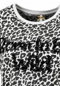 Key Largo - WT BORN - Print T-shirt - offwhite - 2
