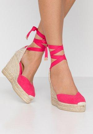 CHIARA  - Korolliset sandaalit - rosa lipstick