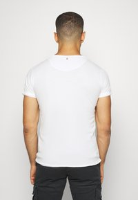 Key Largo - MOTORBIKE ROUND - Print T-shirt - off-white - 2